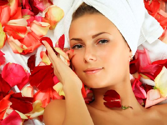 Face Mask with rose petals for Combination Skin